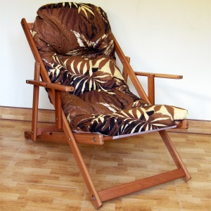 Дървен шезлонг с памучна дамаска
